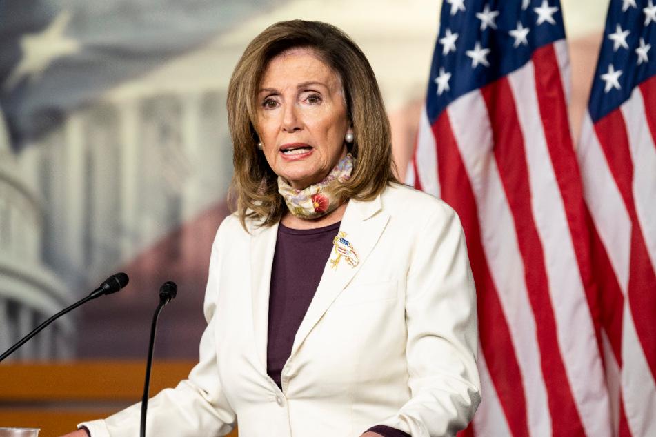 Washington: Nancy Pelosi, die Sprecherin des Repräsentantenhauses, spricht während einer Pressekonferenz im Capitol Hill. Es geht um Billionen US-Dollar: In den zähen Verhandlungen um ein weiteres Corona-Konjunkturpaket in den USA ist eine Einigung nach Angaben der Demokraten weiter nicht in Sicht.