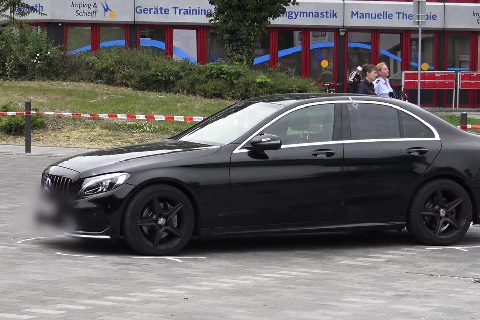 Auf diesen Mercedes waren mehrere Schüsse abgegeben worden.