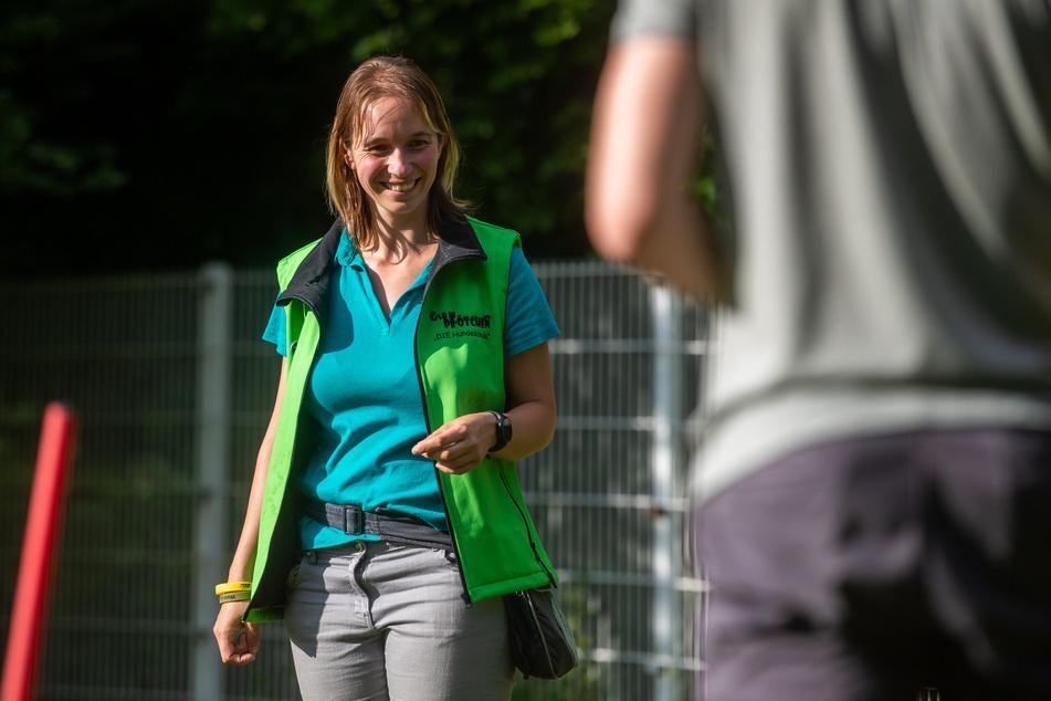 Treibt Welpen schlechte Angewohnheiten wieder aus: Hundetrainerin Dana Leopold (33).