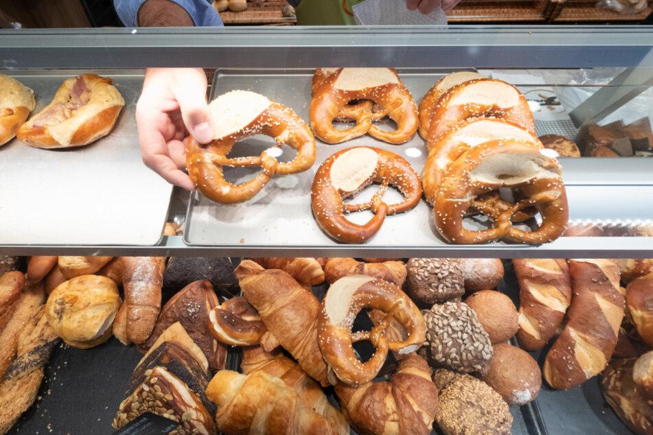 Frankfurt: Bäckerei-Kunden belästigt und Polizisten gewürgt: Mann festgenommen!