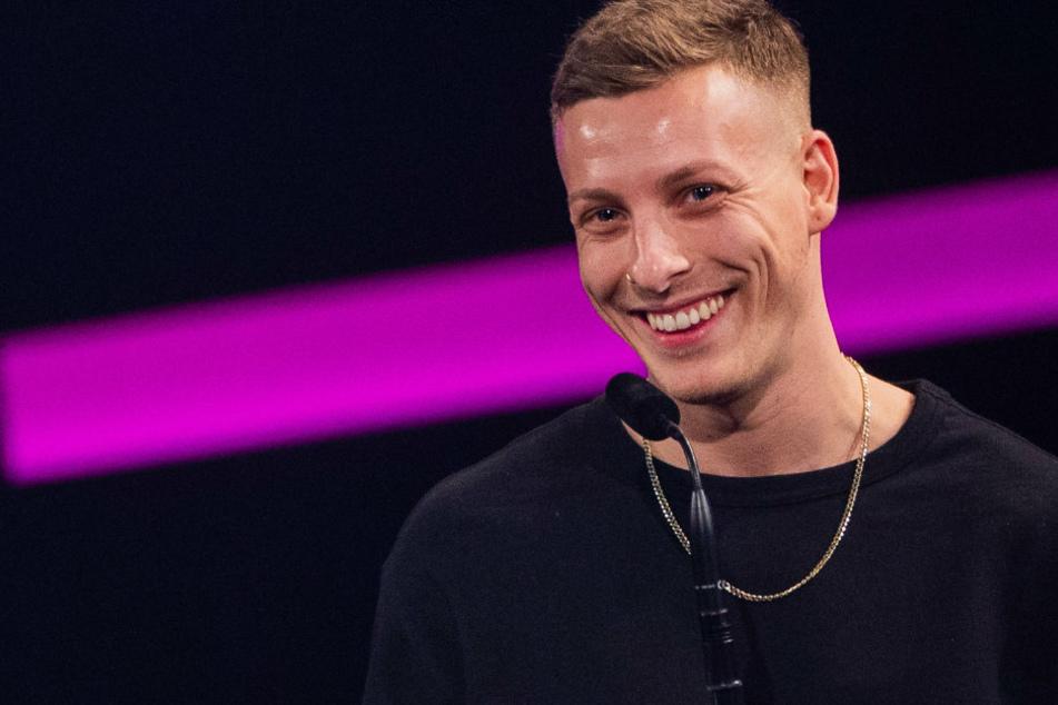 """Comedian Felix Lobrecht (31, im Bild) darf sich freuen: gemeinsam mit Tommi Schmidt (31) ist deren Podcast """"Gemischtes Hack"""" auf Platz eins der am Meistgestreamten auf Spotify."""