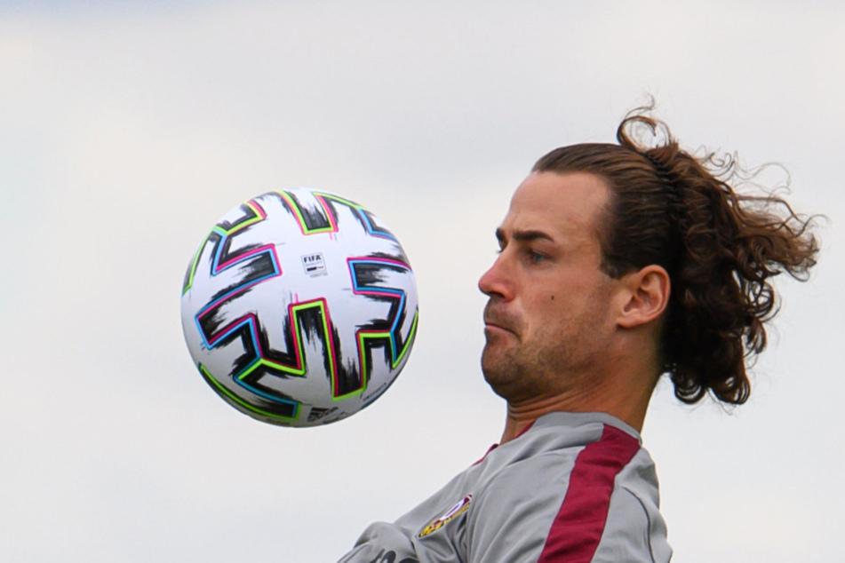 Den Ball im Blick: Bei Dynamo wagt Yannick Stark den Schritt in die 3. Liga - mit der Hoffnung, dass es für den langjährigen Zweitliga-Spieler mit den Schwarz-Gelben schnell wieder nach oben geht.
