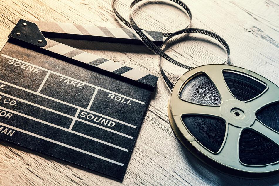 Lest bei TAG24 umfangreiche Kritiken zu aktuellen Filmen und Serien. (123RF.com/Jakub Gojda)