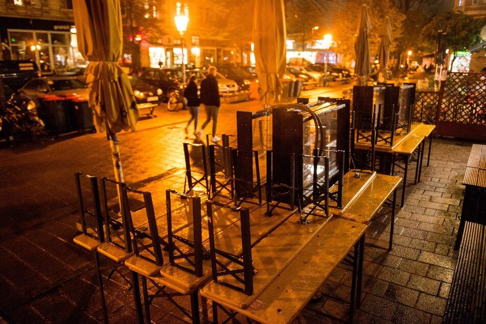 Wegen Lockdown: Gastronomen gehen mit Löffeln auf die Straße!