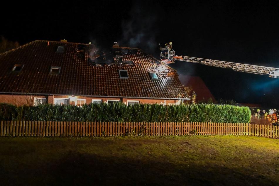 Das zerstörte Dach der Doppelhaushälfte.