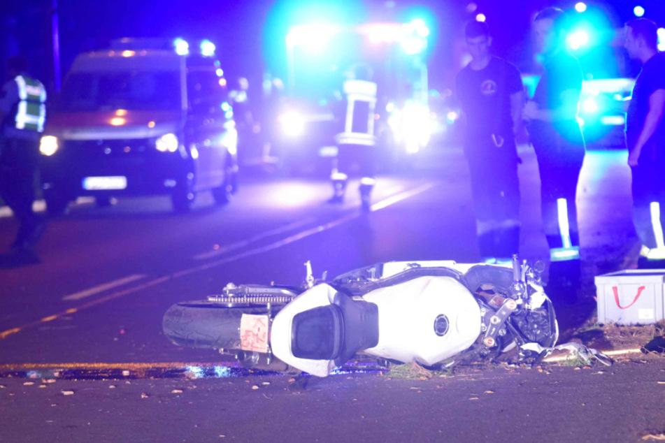 Köln: Mann in Lebensgefahr: Heftiger Motorrad-Crash in Köln