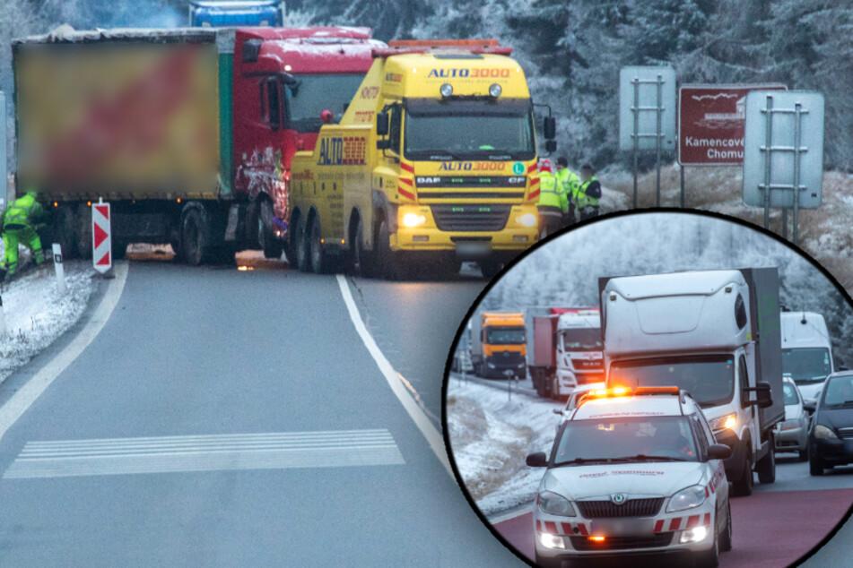 Laster legt Verkehr lahm: Mega-Stau im Erzgebirge