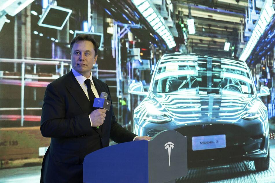 Mit seinen Elektroautos von Tesla feiert der Milliardär große Erfolge. (Archivbild)