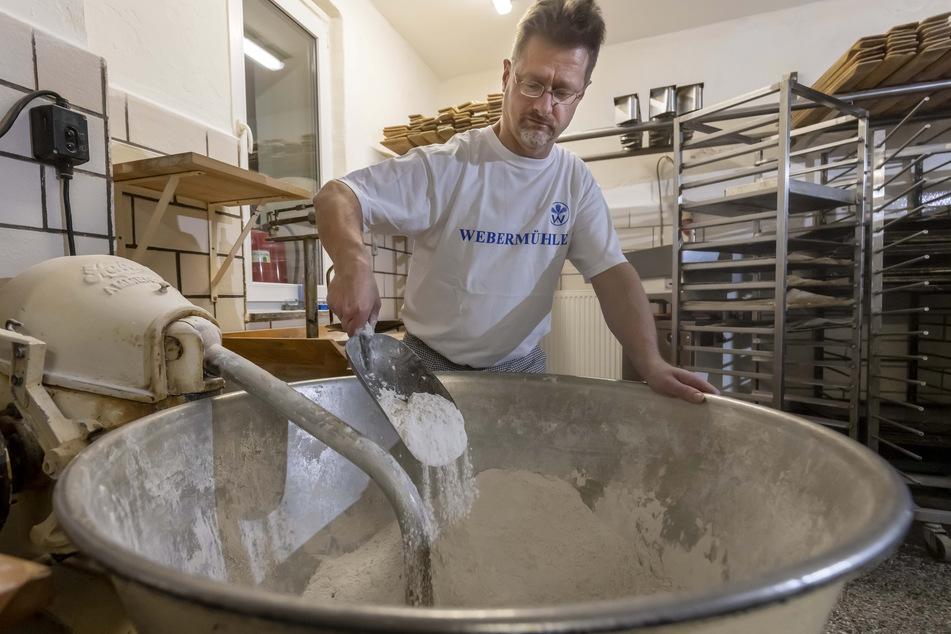 Für das rustikale Brot verwendet der Bäcker Ur-Getreidesorten - so wie man es vor 500 Jahren tat.