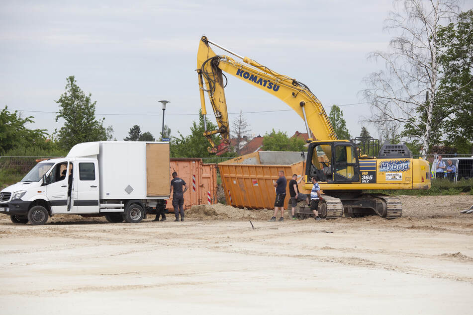 Immer wieder werden auf dem Gelände des geplanten Nachwuchsleistungszentrums des Drittligisten Hallescher FC Weltkriegsbomben gefunden. (Archivbild)