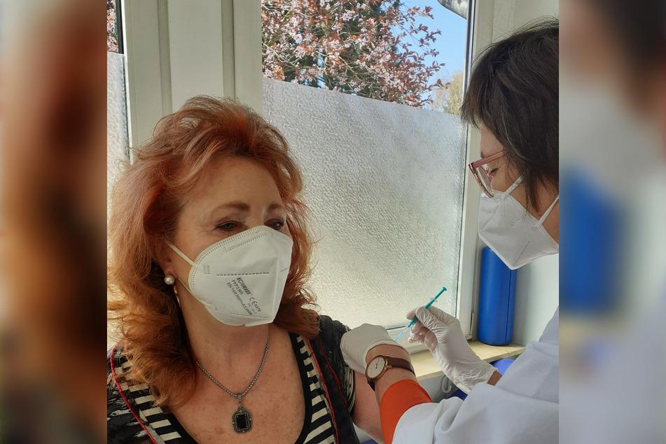 Dieser Tage wurde Regina Thoss von ihrer Hausärztin zum Schutz vor COVID-19 geimpft.