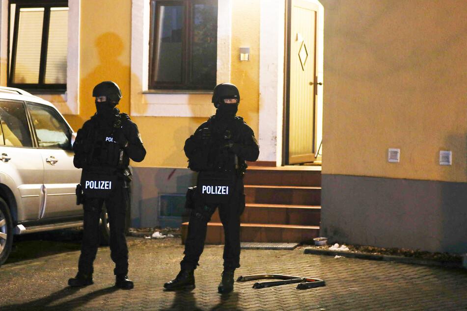 Eine Spezialeinheit der Polizei rückte in der Nacht zum Mittwoch in die Dresdner Straße aus.