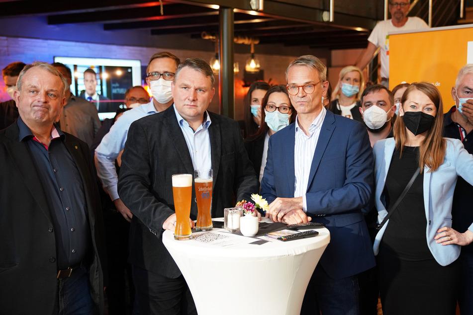 """Betretene Blicke der CDU-Politiker im Dresdner """"Alberthafen"""": Ingo Flemming (52, v.l.n.r.), Christian Hartmann (47), Markus Reichel (53) und Agata Reichel-Tomczak (37)."""