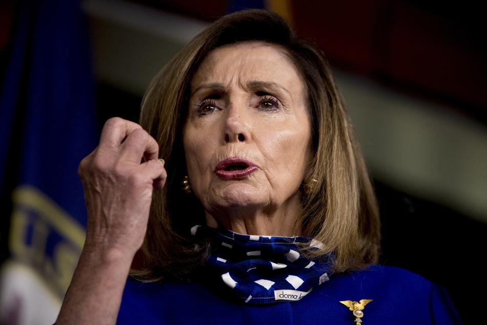 Nancy Pelosi, Sprecherin des US-Repräsentantenhauses, spricht bei einer Pressekonferenz im Capitol Hill über die Verlängerung der staatlichen Arbeitslosenunterstützung des Bundes. (Archivbild)
