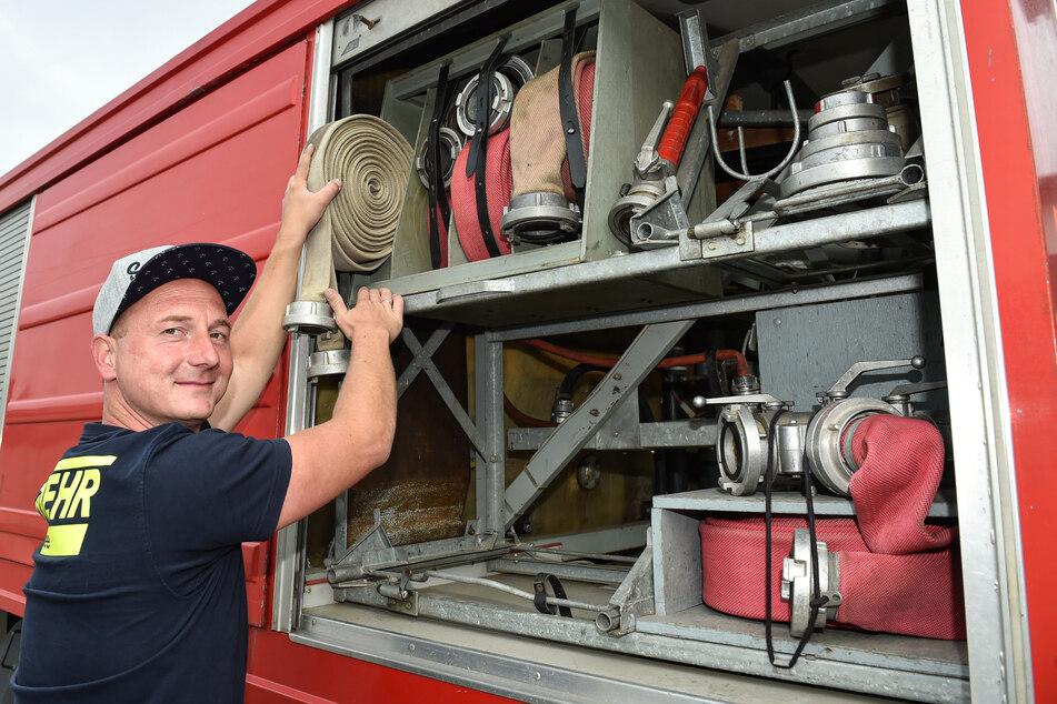 Voll bestückt: Das Geräte-Abteil ist gut gefüllt mit Schläuchen und Atemschutzgerät.