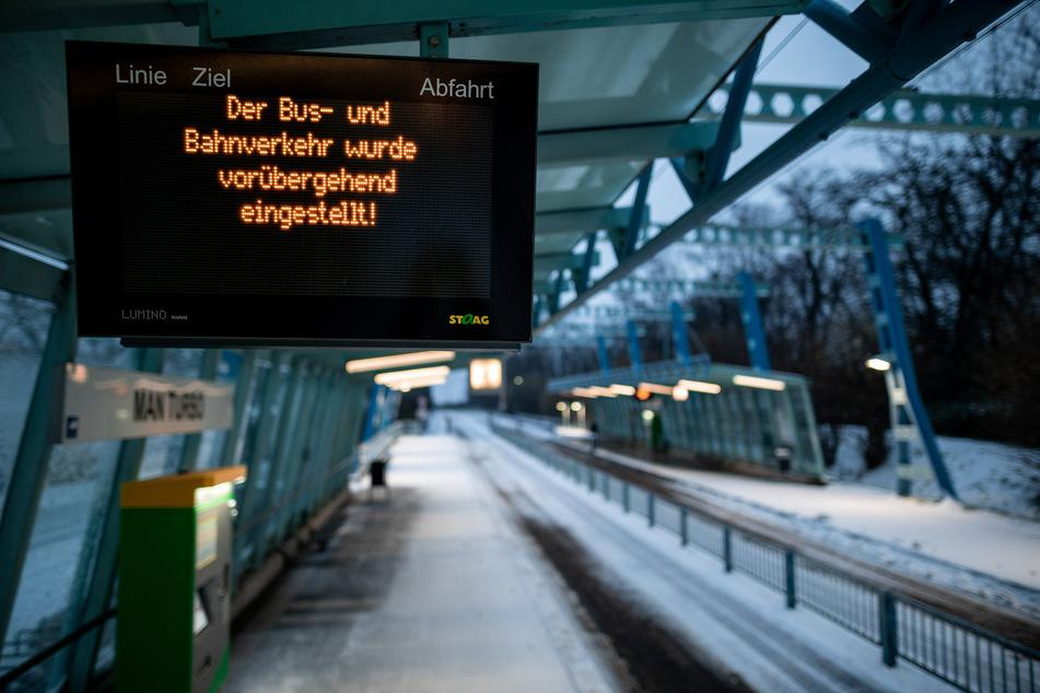 Vielerorts in NRW ist der Zugverkehr wegen des Winterwetters weiterhin eingeschränkt.