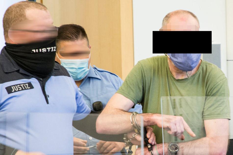 Andreas R. (52) schlug laut Anklage mit einem Tischbein auf das Opfer ein.