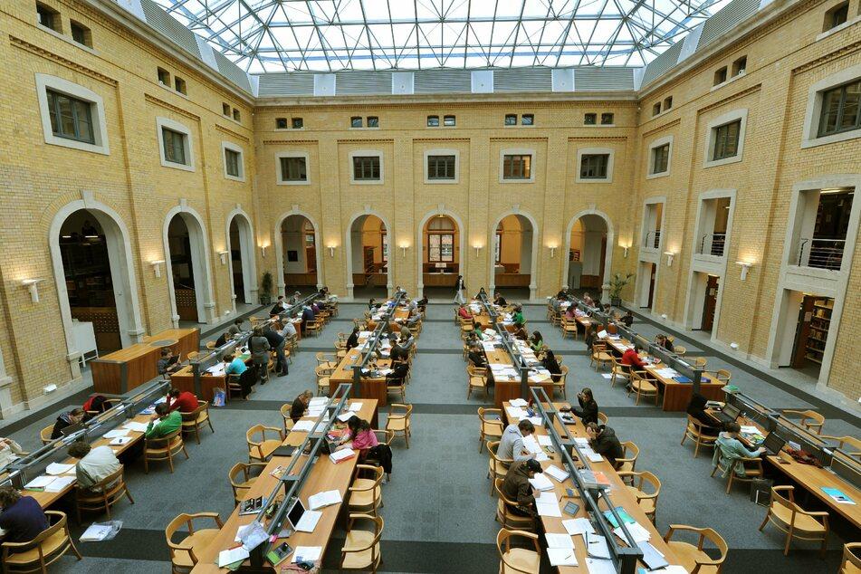 Der Sächsische Förderpreis für Demokratie 2020 wurde in der Bibliotheca Albertina der Universität Leipzig verliehen. (Archivbild)