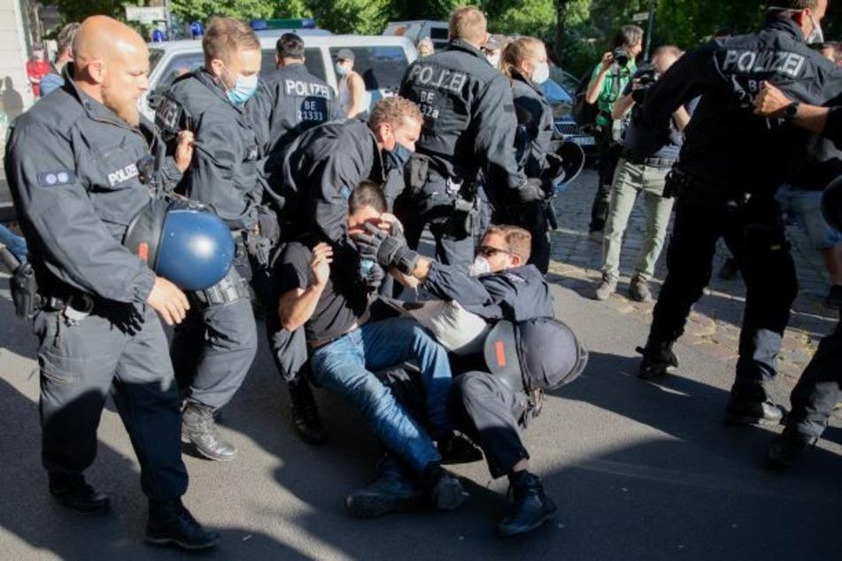 Angst vor Liebig34-Urteil? Linksextreme demonstrieren in Friedrichshain