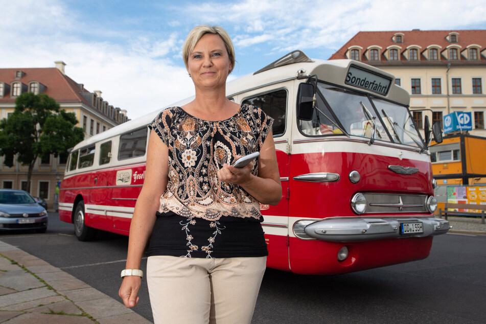 Susann Thomas (48) arbeitet mit dem Arnsdorfer Standesamt zusammen: In ihren Ikarus-Bussen können Paare jetzt heiraten.