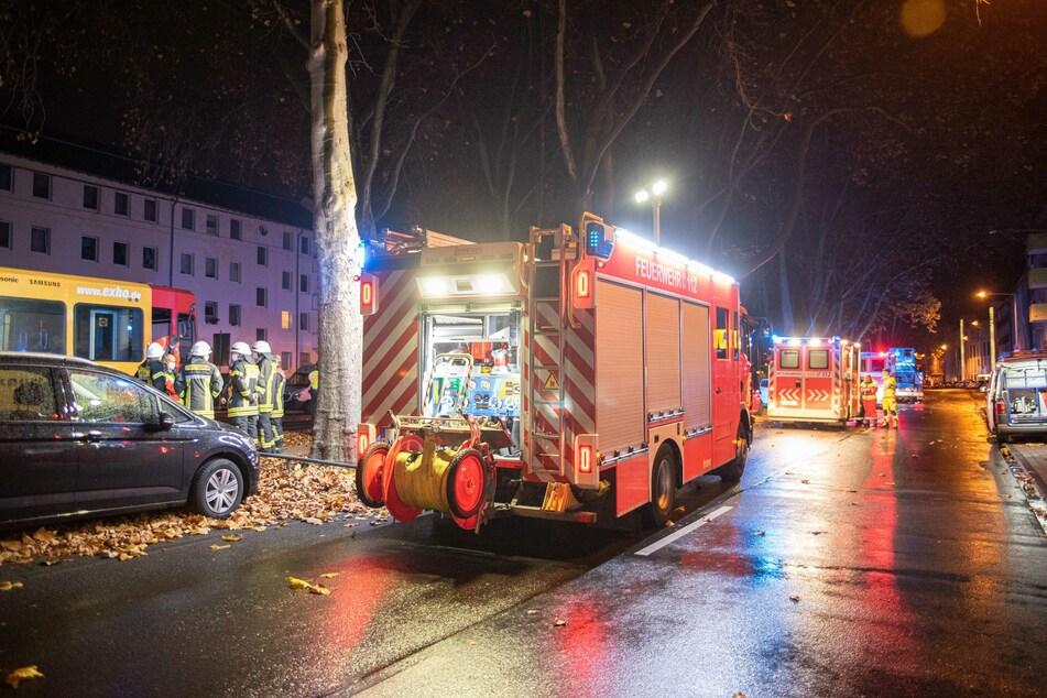 Am Sonntagabend ist ein 27-Jähriger in Köln-Ehrenfeld von einer Straßenbahn überrollt und tödlich verletzt worden.