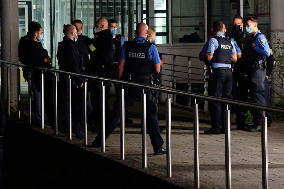 Der Polizeieinsatz wurde durch eine offene Tür an dem Gebäude ausgelöst, in dem am 23. August mehrere Personen nach dem Verzehr von Lebensmitteln Vergiftungserscheinungen gezeigt hatten.