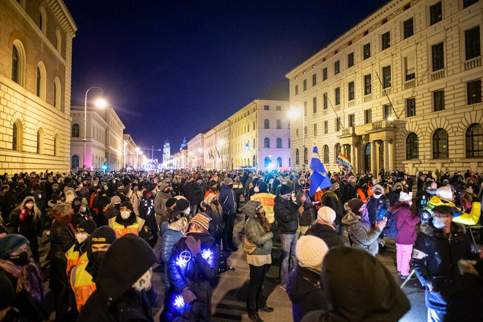 Querdenker protestieren in München gegen die Corona-Maßnahmen.