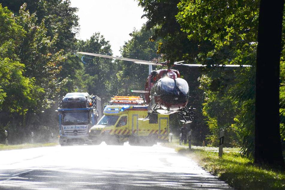 Ein Hubschrauber flog die Schwerverletzte in ein Krankenhaus.