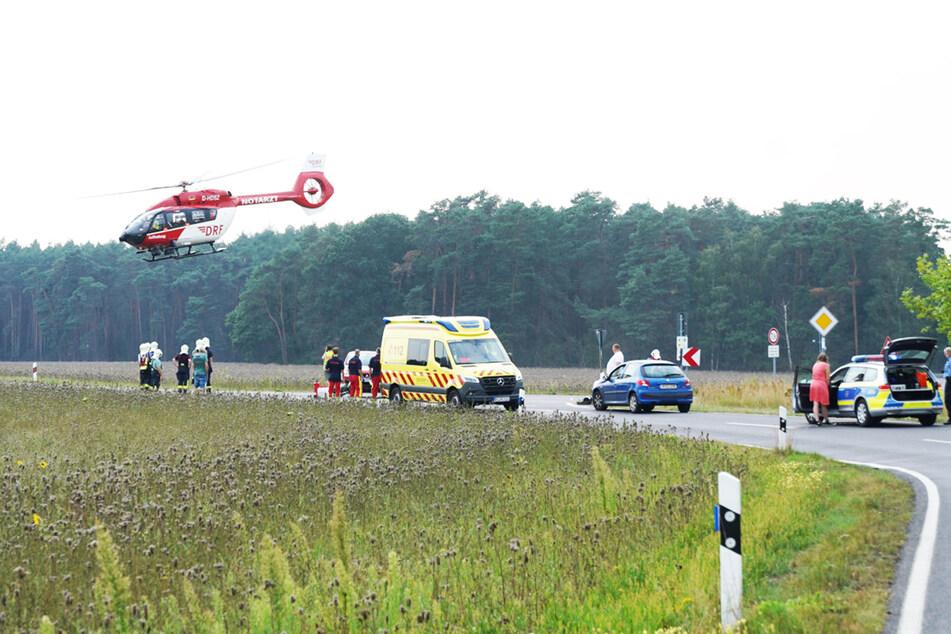 Mit dem Helikopter wurde der Mopedfahrer in eine Klinik gebracht.