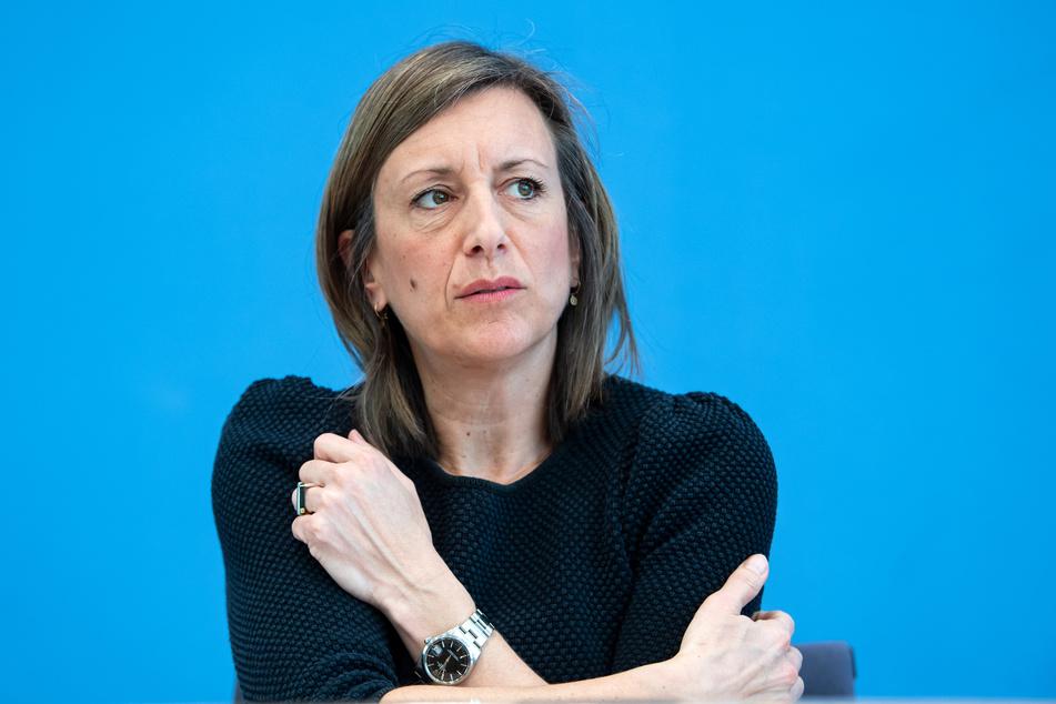 Ulrike Demmer (48), stellvertretende Regierungssprecherin, äußerte sich am Mittwoch zu den erneuten Verschärfungen der Corona-Beschränkungen.