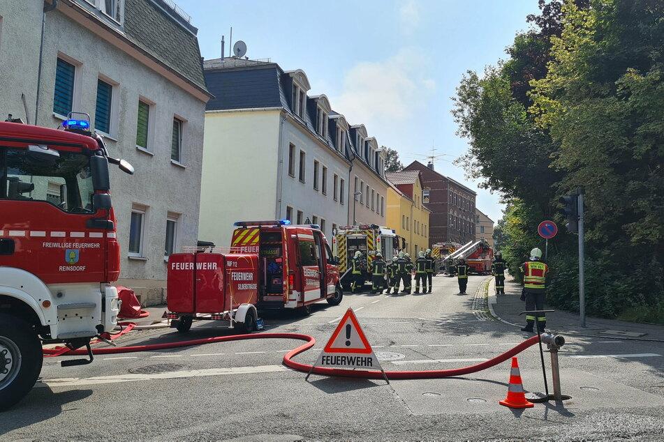 Die Feuerwehr war mit Dutzenden Kameraden im Einsatz.