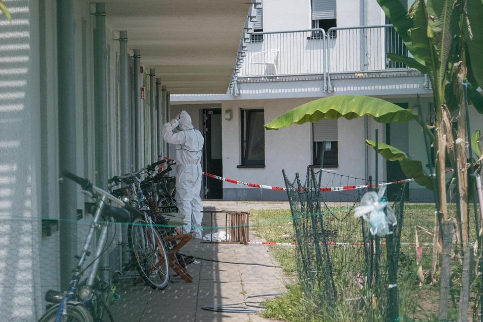 In einer Kölner Asylunterkunft ist ein Mann schwer verletzt worden und noch vor Ort verstorben.