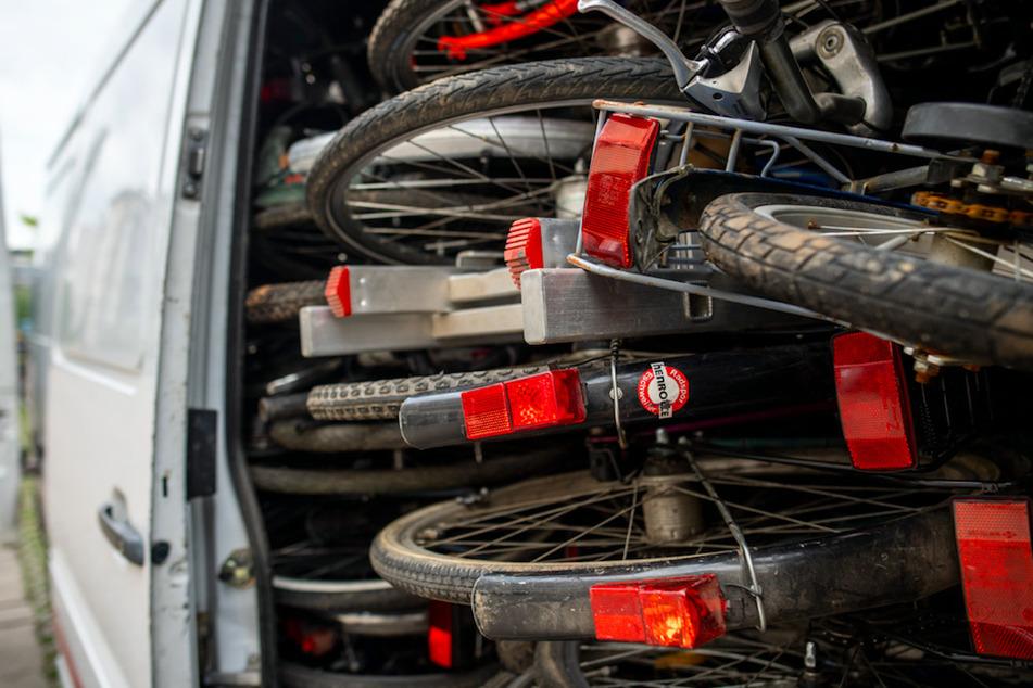 41 mutmaßlich gestohlene Fahrräder im Gepäck! Fahrer kurz vor der deutschen Grenze geschnappt