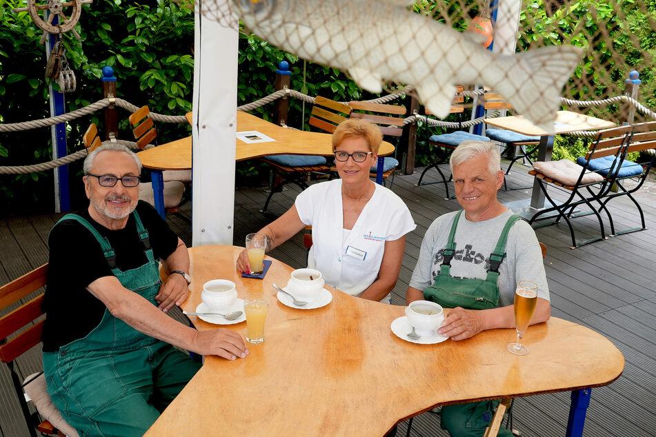 """""""Flussgeschichten mit Wolfgang Stumph"""": """"Stumpi"""" mit dem Fischer-Ehepaar Rita und Lothar Buckow."""