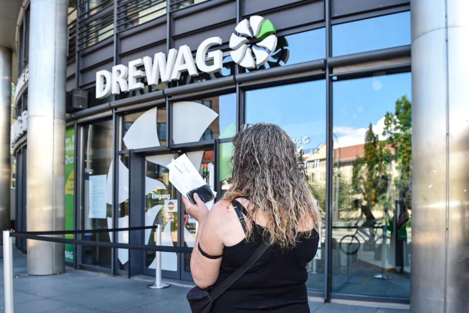 Kein Bargeld mehr akzeptiert: Kunden wie Kati Werner* können aktuell ihre Stromrechnungen bei der Drewag nicht mehr begleichen.