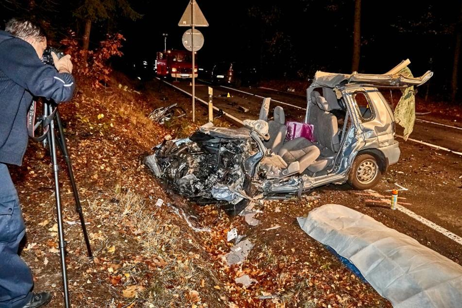 Die Polizei am Tatort: Mit 1,2 Promille und 100 km/h war der Angeklagte ins Auto von Aline D. (†20, F.r.) gerast.