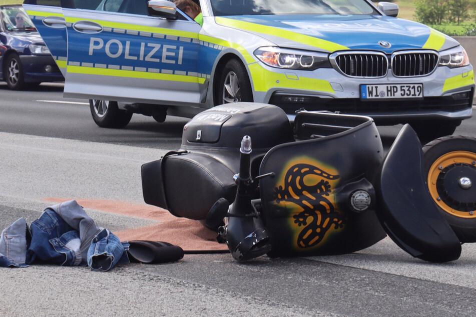 Das Foto zeigt die Vespa nach dem Unfall auf der A5 bei Frankfurt.