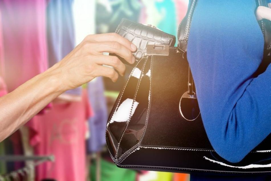 Aktuell verzeichnet die Sonneberger Polizei eine Häufung von Diebstählen von und aus Handtaschen. (Symbolbild)