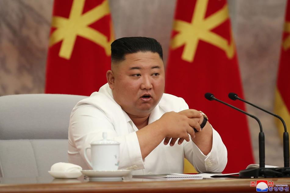 2. Juli, Pjöngjang: Kim Jong Un, Machthaber von Nordkorea, leitet eine Sitzung des Politbüros des Zentralkomitees der Arbeiterpartei Koreas.