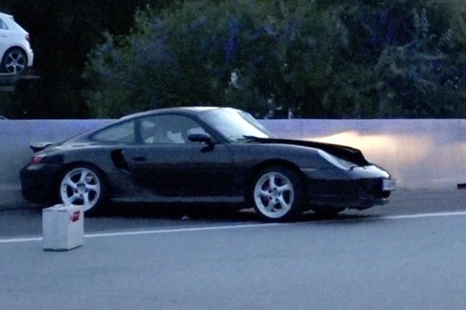 Porsche Platzt Ein Reifen Auf Der A5 Trummerfeld Nach Unfall Mit Caddy Tag24