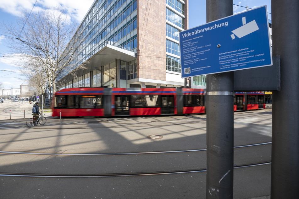 Etliche Überwachungskameras in der Chemnitzer Innenstadt helfen dem Ordnungsamt auf der Suche nach Corona-Sündern.