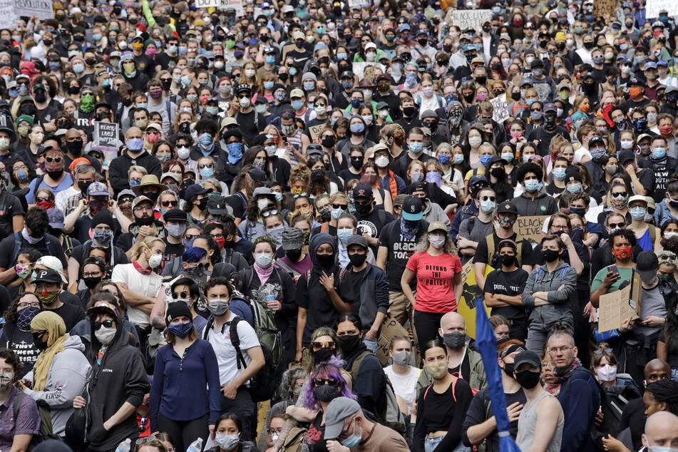 Demonstranten bei einem vergangenen Protest gegen Rassismus in Seattle. (Archivbild)