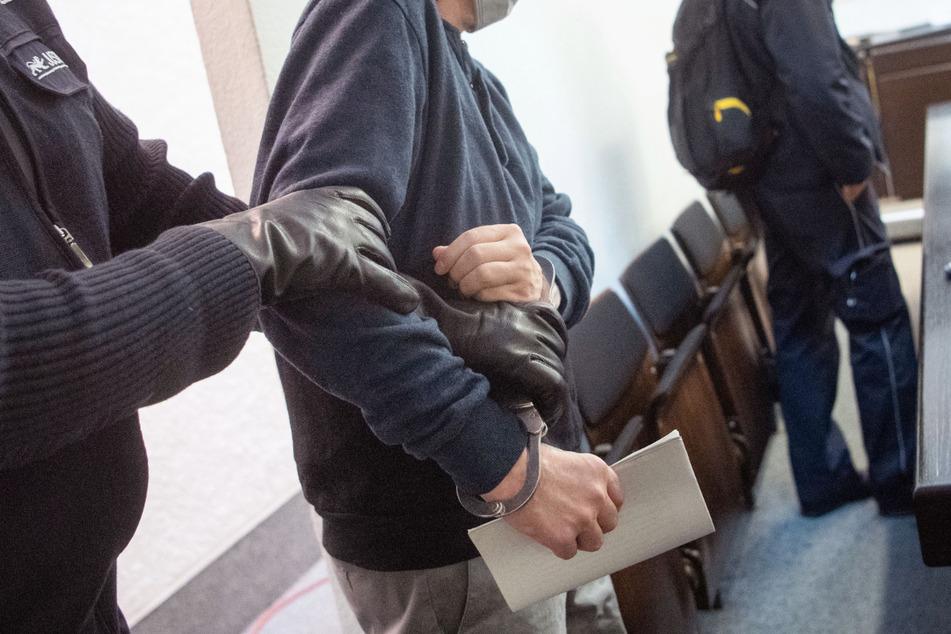 Männer entführen Frau ins Elsass und halten sie gefangen, nun müssen sie ins Gefängnis