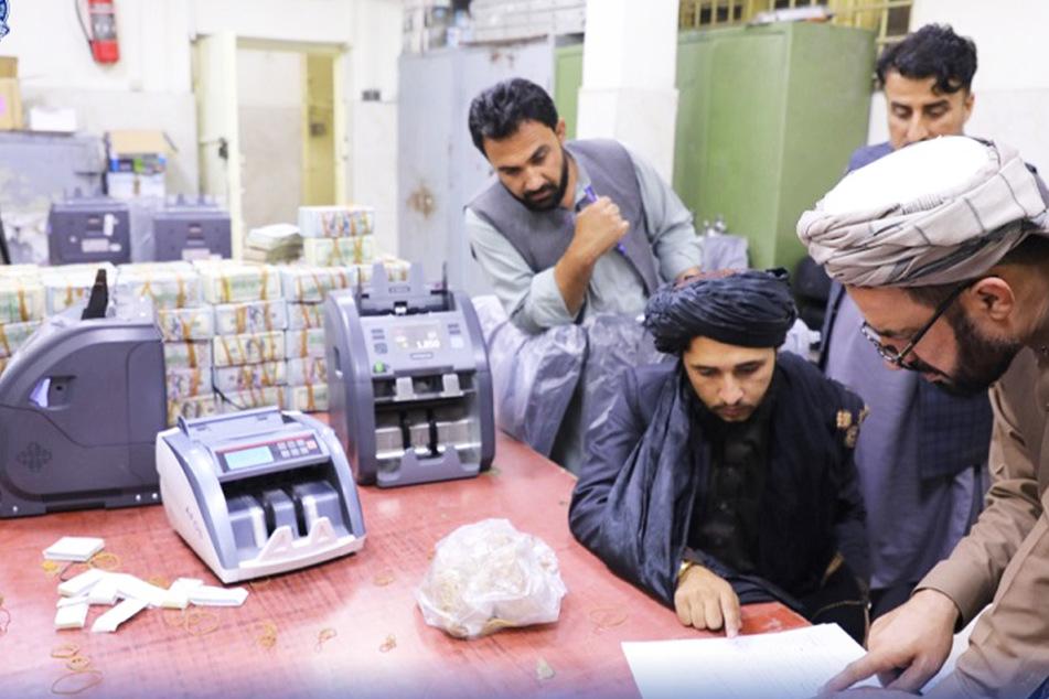 """Taliban sind plötzlich reich: Millionen Dollar und Goldbarren """"beschlagnahmt"""""""