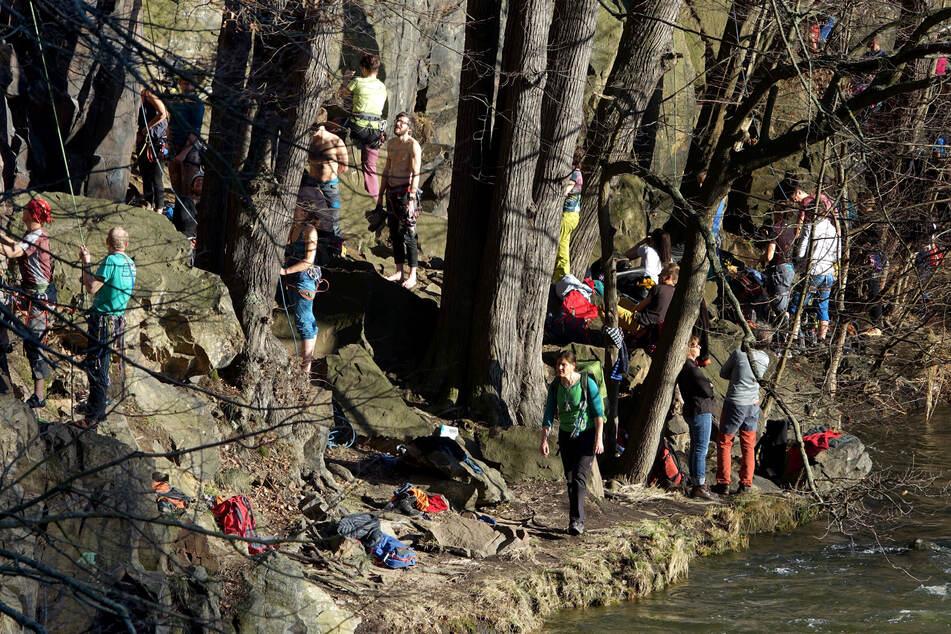 Kletterer genossen in den vergangenen Tagen die Sonne und nutzten die Gelegenheit um den Kletterfelsen neben der Burg Kriebstein zu erklimmen.
