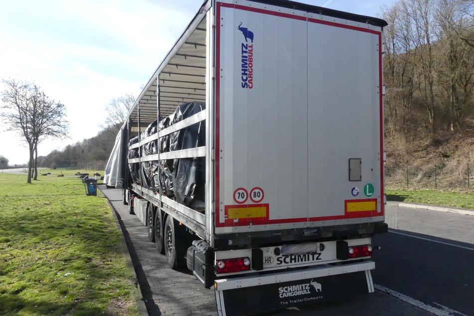Am Montagvormittag zog die Autobahnpolizei in Baunatal diesen Lkw auf der A44 aus dem Verkehr.