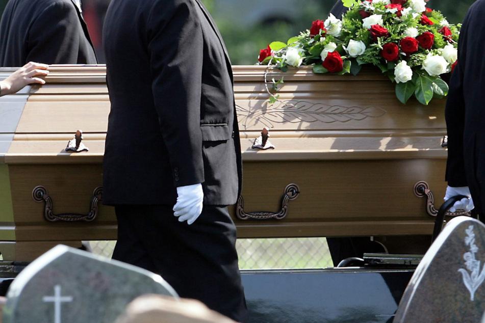 Allein in Bayern sind bereits mehr als 7300 Menschen im Zusammenhang mit Corona gestorben. (Archiv)