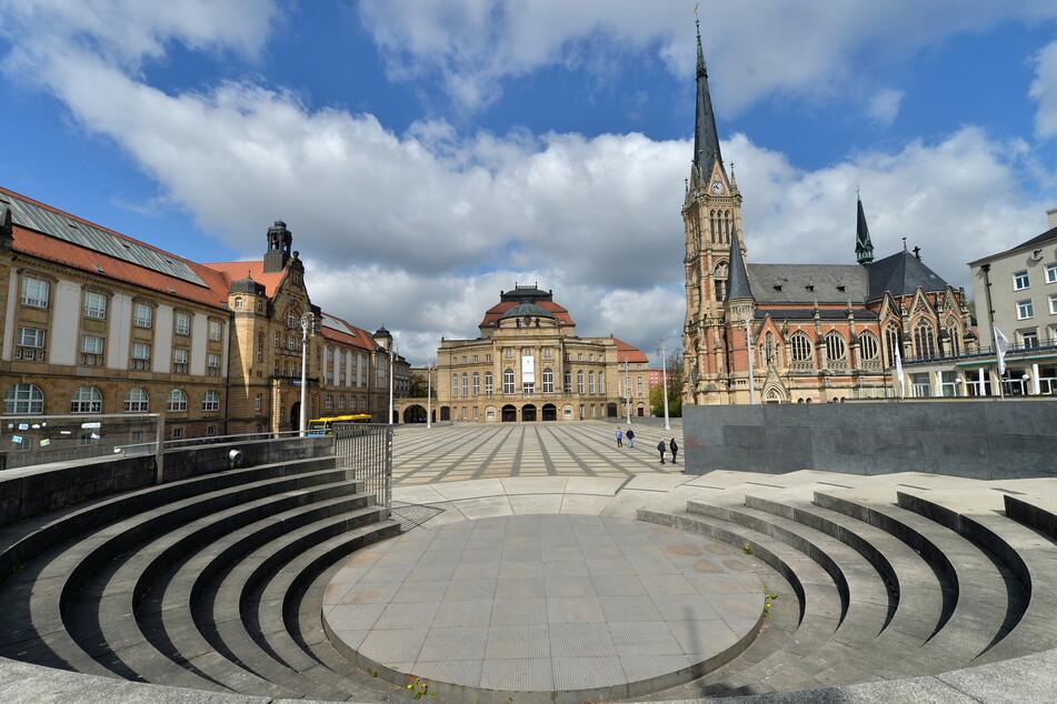 Der Platz vor der Chemnitzer Oper wird morgen Nachmittag zur Kulisse für eine gewagte Hochseil-Show.