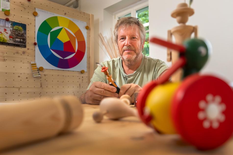 Wolfgang Braun hat 37 Jahre Berufserfahrung als Kunsthandwerker, mit denen er Firmengründer unterstützen kann.