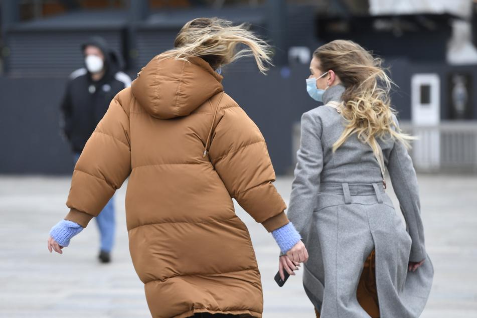 Windiges Wetter in Köln. Forschern zufolge sollten Saisonale Wetterbedingungen beim Verlauf der Corona-Pandemie nicht unterschätzt werden.